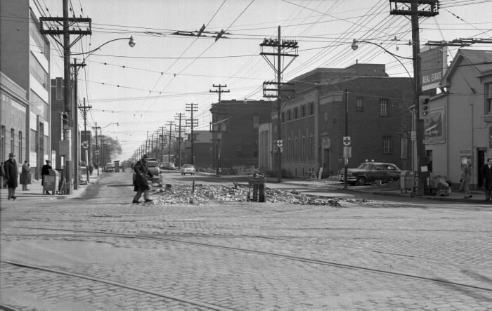 1954- Eglinton Ave. E., looking e. from Yonge St